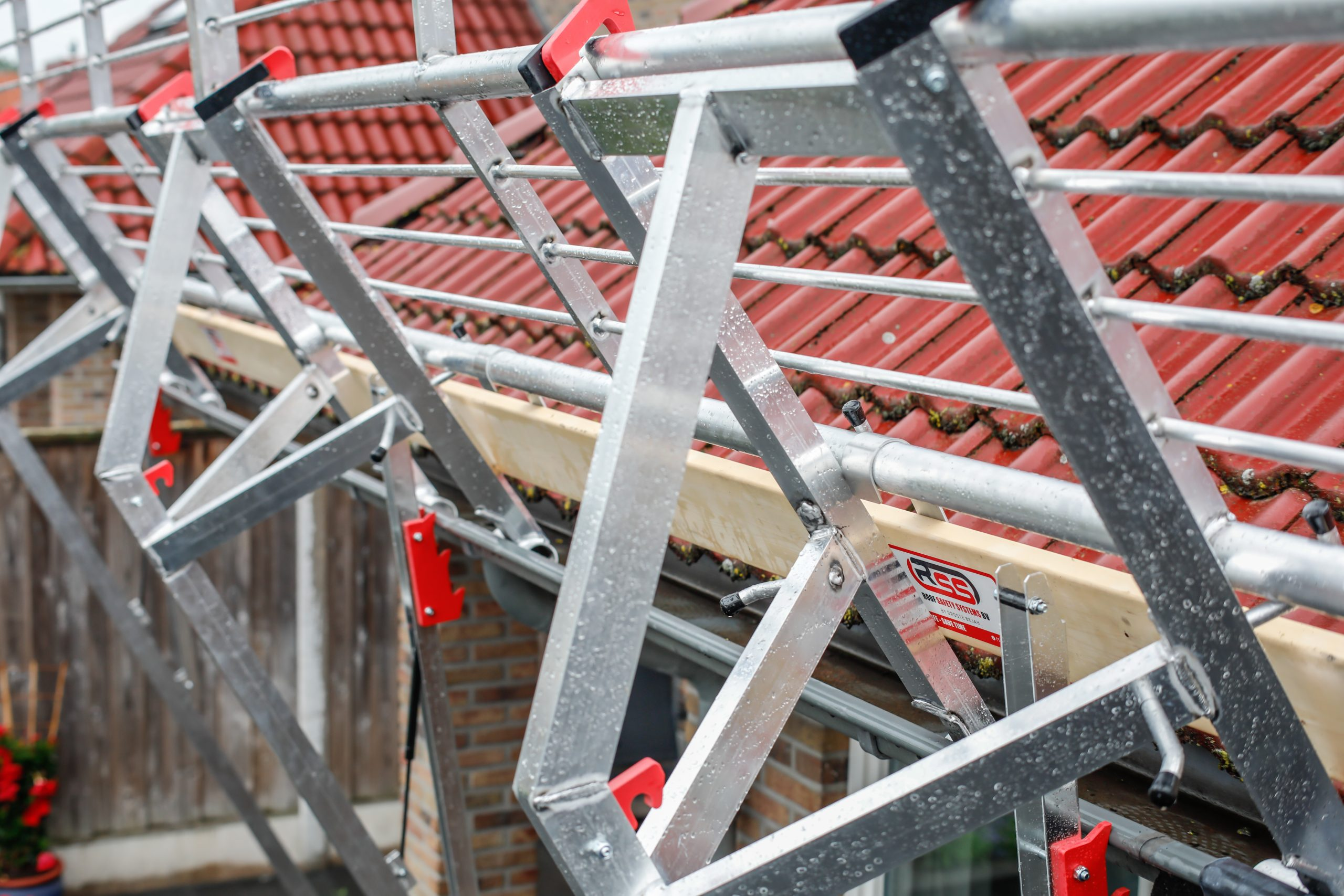 RSS Roof - edge protection sloping roofs - close up - 1